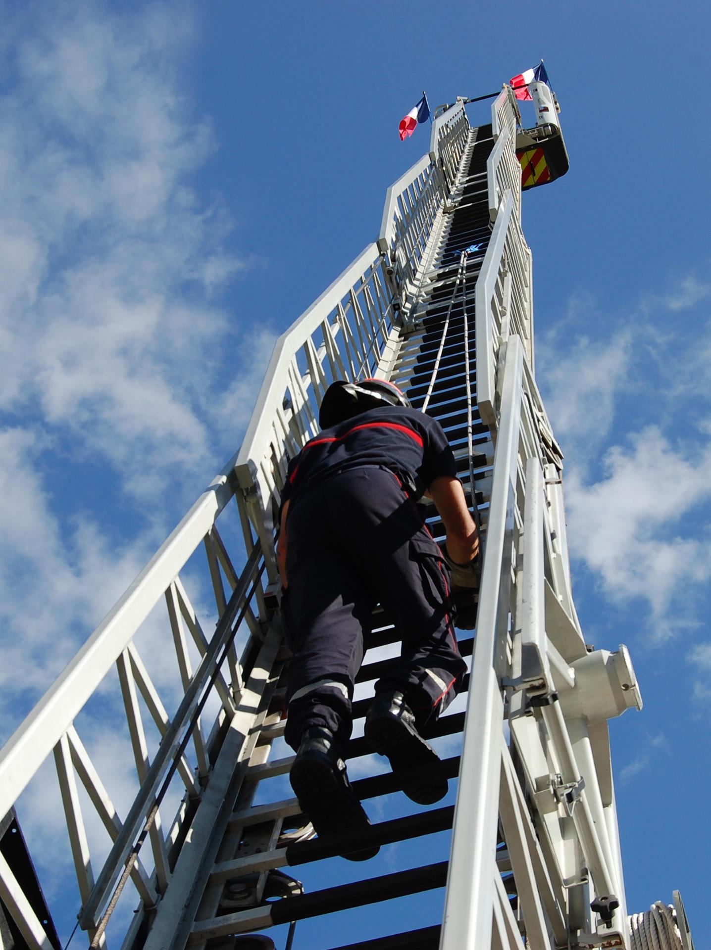 Sapeur Pompier Saisonnier Service Départemental D Incendie